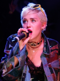Miley Cyrus muestra su lado más tierno en Instagram