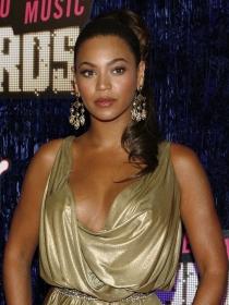 Beyoncé, vestidos dorados para la reina de oro