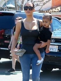 Nombre: South West, Twitter bautiza al bebé de Kim Kardashian