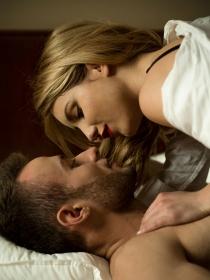 Cómo comportarse en el sexo la primera vez con un hombre