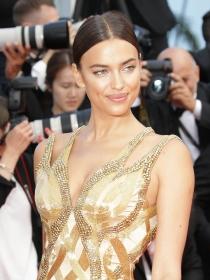 Irina Shayk, la novia de Bradley Cooper puro amor en ¡Hola!
