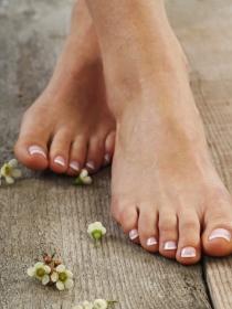Cómo evitar que te suden los pies en verano
