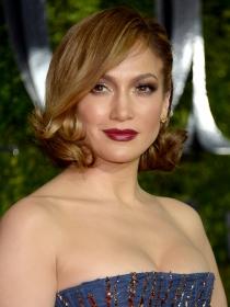 Jennifer Lopez, reina de la red carpet de los Premios Tony 2015