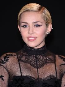 Miley anuncia su bisexualidad y apoya a LGBTQ con #InstaPride