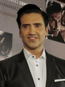 Alejandro Fernández, seductor con sus 'potrillas' en Twitter