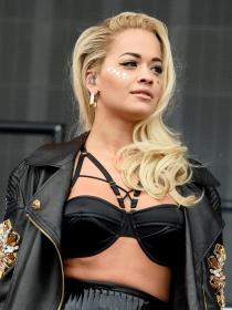 Rita Ora calienta el festival Wireless con su look en cuero