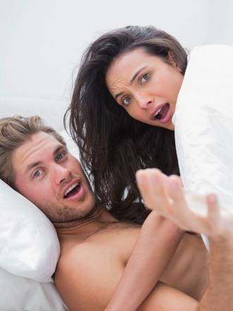 Soñar que tu pareja te pilla siendo infiel