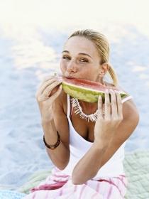 Alimentos especiales para no pasar calor en verano