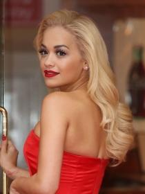 Duelo de estilo con Versace: Rita Ora vs Irina Shayk