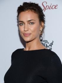 Irina Shayk vuelve a calentar Instagram en ropa interior