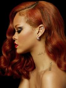 Una sexy Rihanna presenta en Instagram su nuevo perfume RiRi