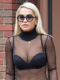 Descubre el topless más hot de Rita Ora para Body on my