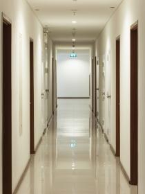 Soñar con un pasillo largo: el valor del esfuerzo