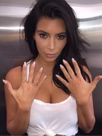 Manicuras de famosas: las uñas de Kim Kardashian