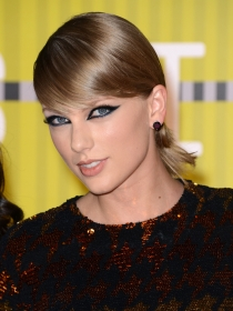 Taylor Swift se cabrea en Twitter: ni mansión ni boda