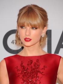 Sombras de ojos para rubias: la mirada sexy de Taylor Swift