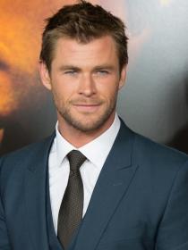 Chris Hemsworth se convierte en Thor con los hijos de Pataky