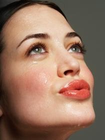Limpieza facial para acabar con las espinillas y los granos