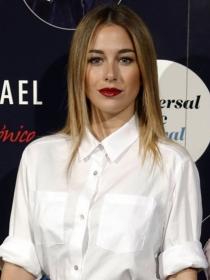Copia el look glitter de Blanca Suárez con falda de lentejuelas