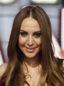 Una fabulosa Mónica Naranjo desvela la portada de Jamás
