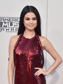 Instagram: Selena Gomez posa sin sujetador y pasa de Bieber