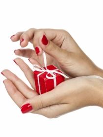 5 diseños para uñas cortas en Navidad: tu manicura más sexy