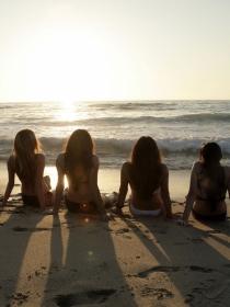 Evalúa tus relaciones sociales al soñar con amigos