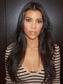 Lampshading: look de sudadera y botas a lo Kourtney Kardashian