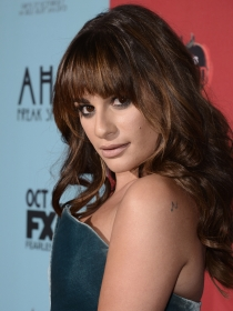 Lea Michele y el romanticismo de los vestidos de terciopelo