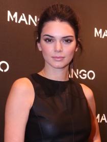 Copia el crop top con flecos de Kendall Jenner para Mango