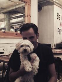 Perros de famosos: Gora, el bichón maltés de Asier Etxeandia
