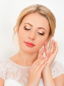 5 diseños de uñas para novias sencillas
