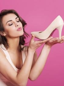 Soñar con zapatos: recorre el camino más cómoda