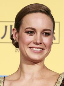 Peinados: así se hace el elegante moño bajo de Brie Larson