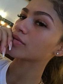 Las uñas de Zendaya: aprende a hacer la manicura de la artista