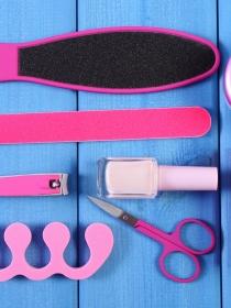 Neceser de emergencia de uñas: qué llevar en nuestro bolso