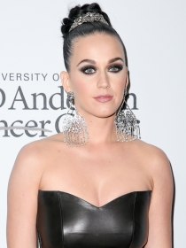 Todo al negro en maquillaje: los ojos ahumados de Katy Perry