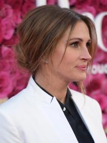 Jennifer Aniston vs Julia Robert, un duelo de estilo y piernas