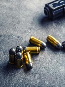 Soñar que te disparan: ¿te sientes desprotegida?