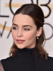 Make up para la oficina: el maquillaje nude de Emilia Clarke