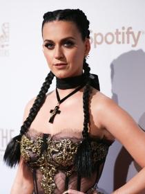 Deslumbra con las sencillas boxer braids de Katy Perry