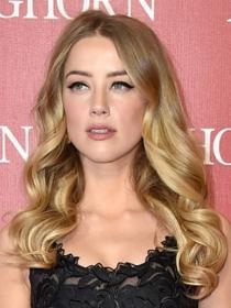 5 ideas para llevar un esmóquin a una boda a lo Amber Heard