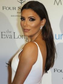 Aprende a marcar tus pómulos con maquillaje a lo Eva Longoria
