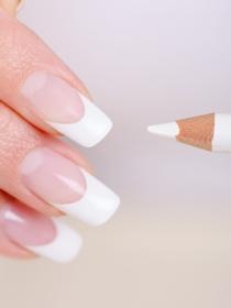 Trucos para colocar accesorios en las uñas