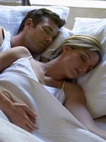 7 formas de dormir con tu pareja y su interpretación