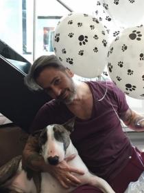 Perros de famosos: Neville, el bull terrier de Marc Jacobs
