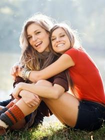 Acuario y los signos del zodiaco que son mejores amigos