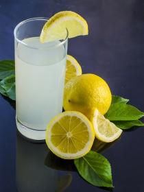 Zumo de limón con jengibre y otros hábitos para perder peso