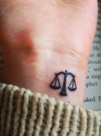 Los tatuajes de balanzas