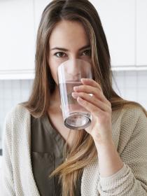 Beber agua sin tener sed y otros hábitos fundamentales de dieta